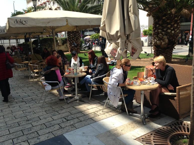 Volle Cafés, flanierende Menschen: Ich hatte mir die Krise anders vorgestellt.