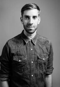 Daniel Erk, Jahrgang 1980, lebt in Berlin und arbeitet als freier Journalist unter anderem für Business Punk, Zeit Campus, Zeit Online und Fluter.