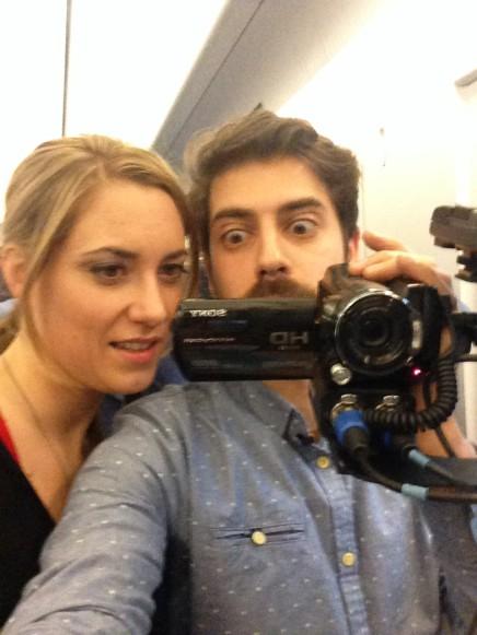 Wir gucken dumm in eine Kamera